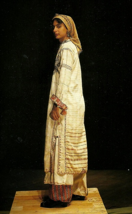 Φορεσιά Καρπασίου, σαγιά μεταξοβάμβακη. 19ος αι.