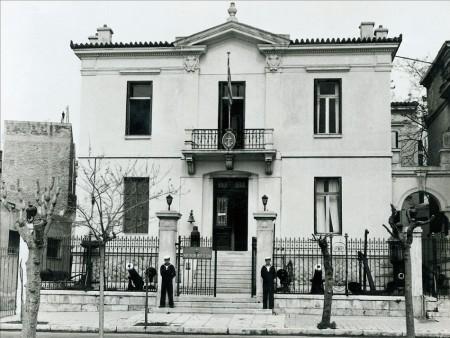 Η οικία Πιπινέλη στην Ακτή Μουτσοπούλου 18, όπου στεγάστηκε αρχικά το Ναυτικό Μουσείο της Ελλάδος.