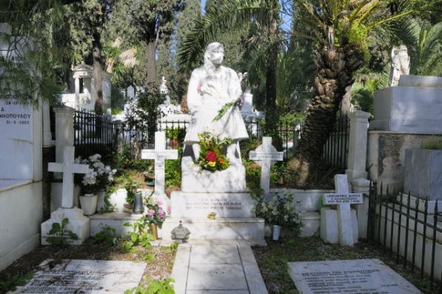 Ο τάφος του Κολοκοτρώνη στο Α΄Νεκροταφείο...