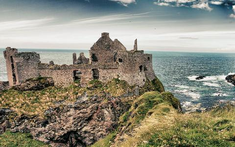Μεσαιωνικό κάστρο στις ακτές της Ιρλανδίας