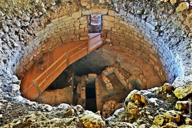 Η κορυφή του θόλου γκρεμίστηκε στη διάρκεια της Βενετοκρατίας