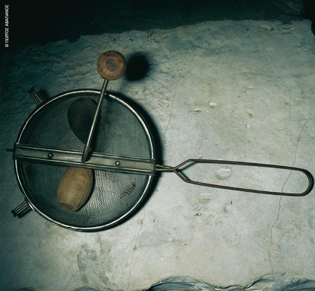 Το «βουλιχτήρι» για το ανακάτεμα των βοτάνων