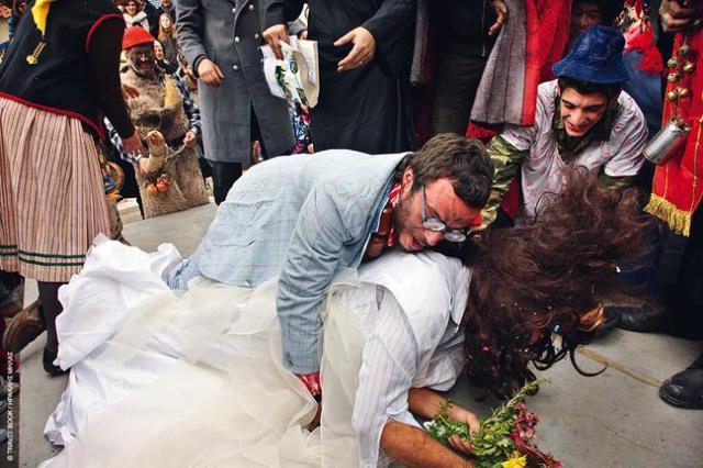 Το φρεσκοπαντρεμένο ζευγάρι προσπαθεί να τεκνοποιήσει αμέσως μετά τον Γάμο