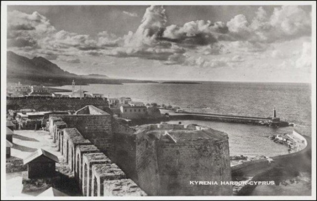 Kyrenia-Harbour-1940-700x446