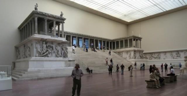 Pergamon_Museum_Berlin-700x360