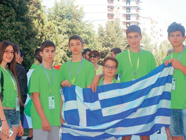 Η ελληνικη ομάδα με τους συνοδούς καθηγητές