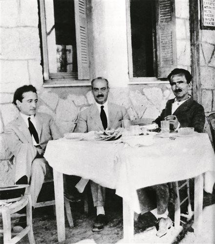 Παλαιό Φάληρο, 1927. Από αριστερά, Παντελής Πρεβελάκης, Κώστας Ελευθερουδάκης, Νίκος Καζαντζάκης.